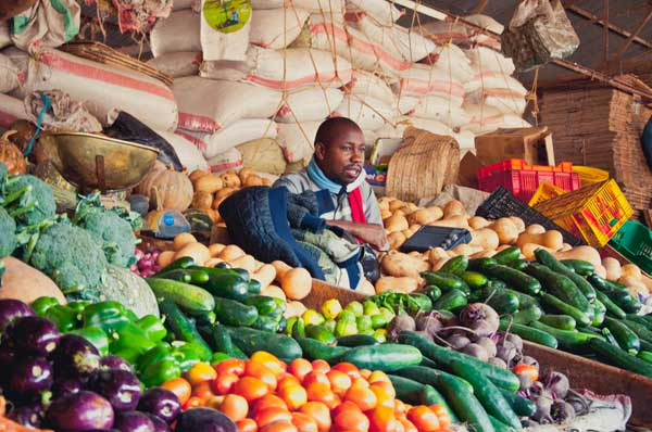 Yams kauft man frisch auf den Markt